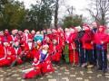В Одессе Санта-Клаусы дарили прохожим подарки
