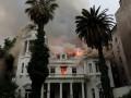 В Чили протестующие подожгли университет