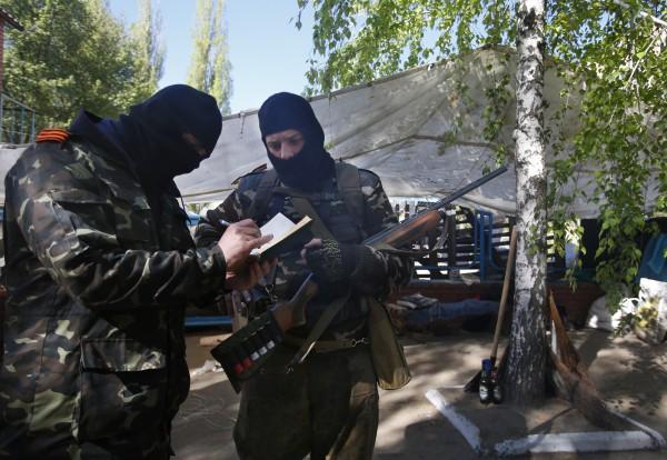 Ополченцы Славянска отказались отпустить наблюдателей ОБСЕ