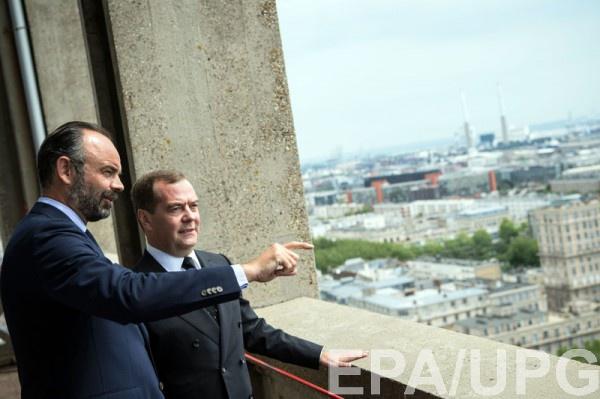 Премьер Франции обнадежил премьера РФ возможным снятием санкций