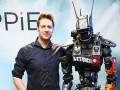 Режиссеру фильма Робот по имени Чаппи исполнилось 39