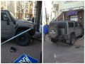 В Киеве Hummer с российскими номерами въехал в магазин