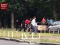 В Киеве неизвестные избили водителя и разбили его автомобиль