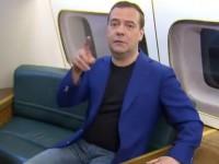 Неделя мемов: игривый Медведев и очереди за тюльпанами