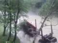 В Карпатах в разгар наводнения заметили машину для вывоза леса