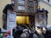 Полиция: под Октябрьским пострадали 32 силовика