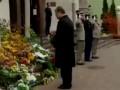 Порошенко возложил цветы у посольства Франции в Украине