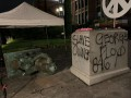 В США протестующие снесли памятник Отцу-основателю