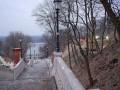 Фотограф показал строительство пешеходно-велосипедного моста в центре Киева