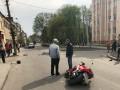 В Бродах мотоциклист влетел в толпу людей