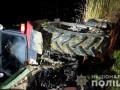 В Черновицкой области трактор опрокинулся и рухнул в озеро
