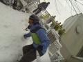В Киеве экстремал прокатился на сноуборде наперегонки с фуникулером