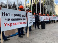 Рабочие Николаевского порта пикетировали ОП: Жаловались на