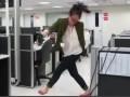 Уволилась в танце: ВИДЕО девушки, бросающей работу, стало хитом Youtube