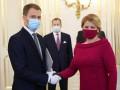 В Словакии новое правительство принесло присягу в масках и перчатках