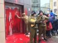 Здание российского Сбербанка в Харькове облили краской