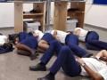 Скандал с Ryanair: компания уволила экипаж из-за того, что те спали на полу