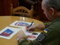 Муженко показал процесс разработки символики ВСУ