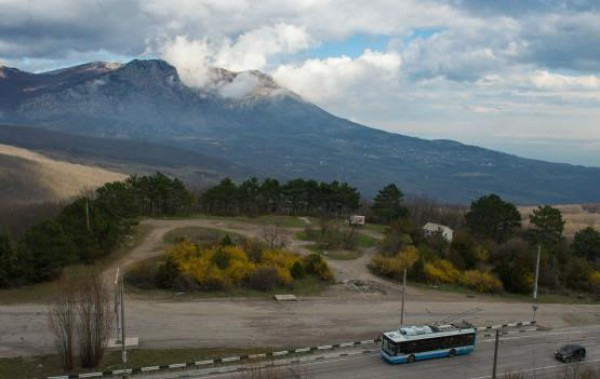 Крым в составе России: без банков и воды, но в эйфории
