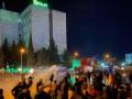 В Тбилиси протестующих разгоняли водометами