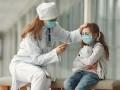 Мать не хотела госпитализировать ребенка с COVID и покусала врачей