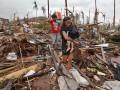 К Филиппинам приближается еще одна буря
