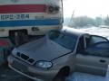 Под Харьковом электричка протаранила авто: Есть погибший