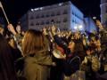Испанки начали 8 марта митингом с посудой