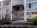 В Северодонецке снаряды попали в жилой дом и гостиницу (видео)