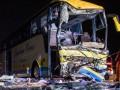 В Германии туристический автобус врезался в фуру: 19 пострадавших