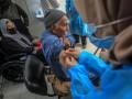 В мире сделано 400 млн COVID-прививок - Bloomberg
