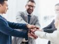 Топ-менеджеры мужчины зарабатывают вдвое больше, чем женщины
