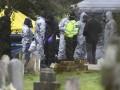 Полиция работает на кладбище, где похоронены жена и сын Скрипаля