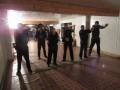 В РФ пьяные офицеры полиции устроили дуэль и ранили прохожего