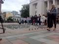 Под Раду принесли 450 тюремных кружек, требуют ареста Онищенко