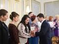 Зеленский поздравил учителей с праздником