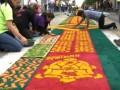 Рекорд: гватемальцы по случаю пасхальной недели создали ковер из живых цветов длиной два километра