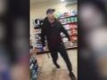 В Мариуполе мужчина с топором разгромил АТБ (видео)