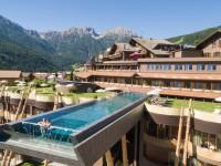 В Италии появился экстремальный бассейн с видом на Альпы