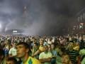 Киевский болельщик бросил в фан-зоне дымовую шашку
