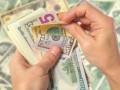 Украинцы больше всего денег перечисляют в Россию