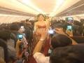Вьетнамская авиакомпания выплатит штраф за шоу в бикини в самолете