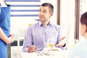 Украинским рестораторам придется страховать каждого клиента