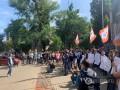 Активисты пикетируют у NewOne из-за телемоста с РФ