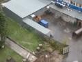 В Киеве засняли заискривший под дождем высоковольтный кабель