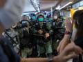 В Гонконге против протестующих применили слезоточивый газ