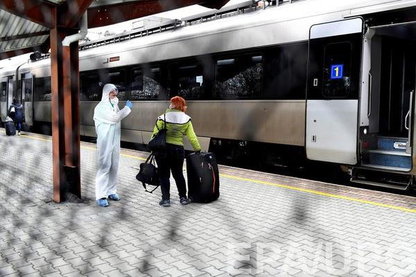 Украинцам запретили выезжать за границу