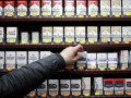 В Великобритании с пачек сигарет могут убрать все надписи, кроме предупреждения о вреде здоровью