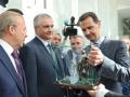 Аксенов подарил Асаду копию памятника