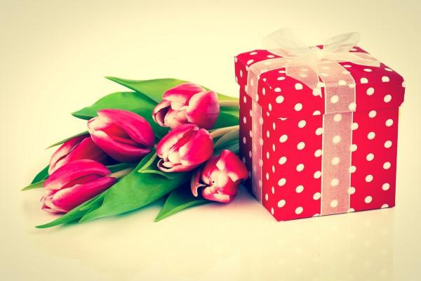 Картинки подарков на 8 марта